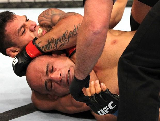 Rafael Dos Anjos e Kamal Shalorus, UFC (Foto: Agência Getty Images)