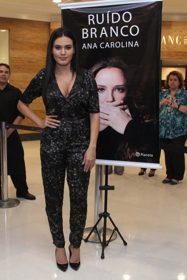 Letícia Lima no lançamento do livro de Ana Carolina no Rio de Janeiro  (Foto: Wallace Barbosa/AgNews)