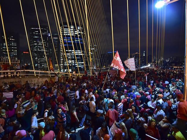 Protesto Ponte Estaiada (Foto: Nelson Almeida/AFP)