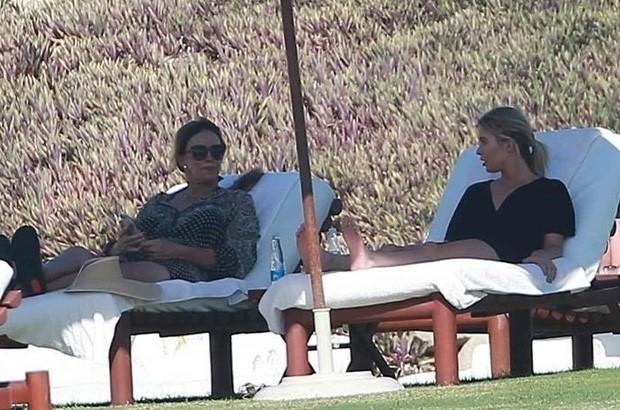 Caitlyn Jenner (esq) e amiga (Foto: BackGrid)