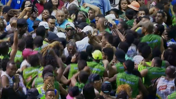 Ronaldinho Gaúcho no trio elétrico carnaval de Salvador (Foto: Reprodução TV Globo)