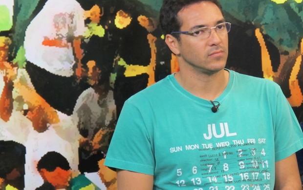 Alberto, ex-atacante do Santos 2002 (Foto: Antonio Marcos)