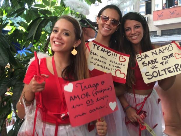 Bloco de Segunda: as amigas mostram irreverentes mensagens de auto-estima (Foto: Alessandro Ferreira/G1)