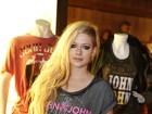 Avril Lavigne diz a fãs que está com problemas de saúde e pede orações