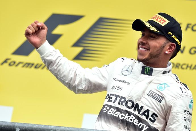 Lewis Hamilton comemora vitória no GP daBélgica (Foto: AFP)