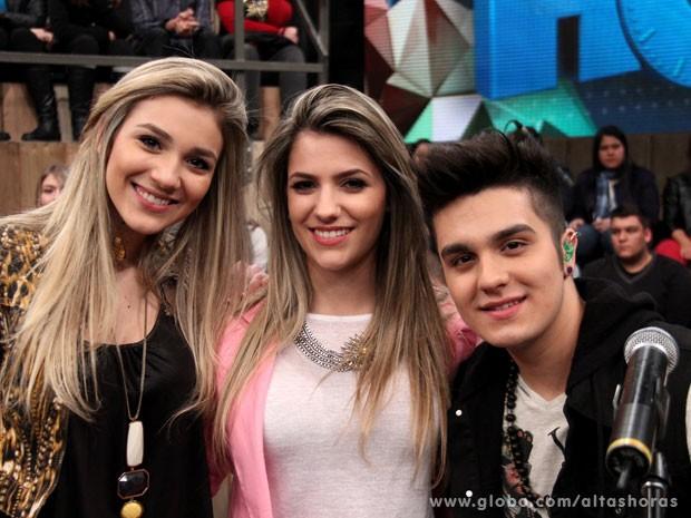Bruna Santana e Jade Guimarães fazem surpresa para Luan Santana (Foto: TV Globo/Altas Horas)