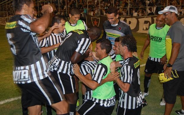 Comemoração gol Wanderley Botafogo-PB x Auto Esporte (Foto: Richardson Gray/Globoesporte.com/PB)