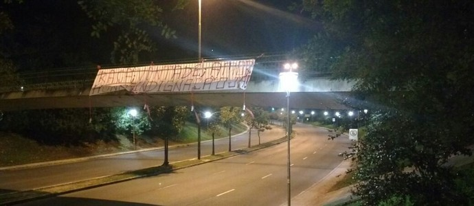 Faixa protesto torcida Inter (Foto: Paulo Ledur / RBS TV)