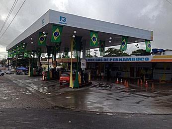 Crime aconteceu em posto de gasolina em Paulista, no Grande Recife (Foto: Kety Marinho / TV Globo)