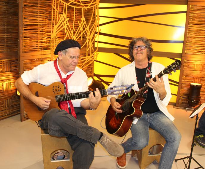 Bebeto Alves e Mauro Moraes se encontram no Galpão Crioulo (Foto: Nice Sordi/RBS TV)