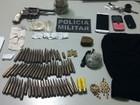 PM prende dois e encontra drogas, arma e munições enterradas no PI