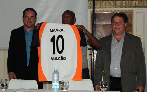 Amaral também foi apresentado nesta quarta-feira (9) (Foto: Jéssica Balbino / Globoesporte.com)