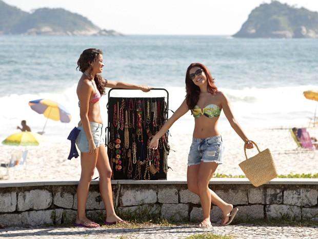 Paloma faz graça ao entrar no set (Foto: Salve Jorge/TV Globo)