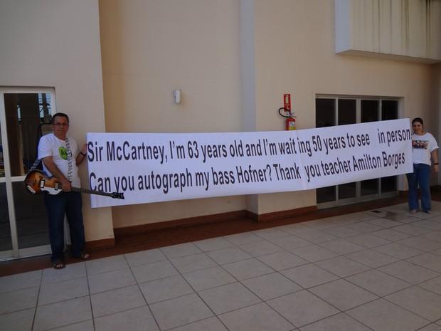 Professor vai levar faixa de seis metros para show de Paul McCartney, em Goiânia (Foto: Reprodução/ Arquivo pessoal)