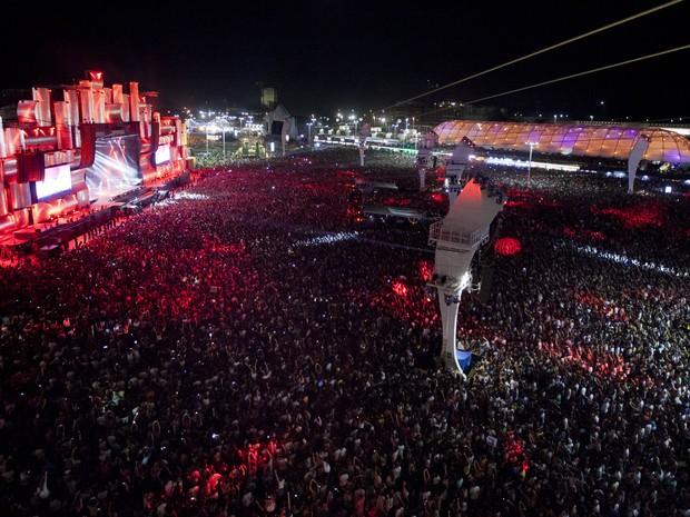 Multidão em frente ao Palco Mundo na primeira noite do Rock in Rio 2013 (Foto: Felipe Dana/AP)