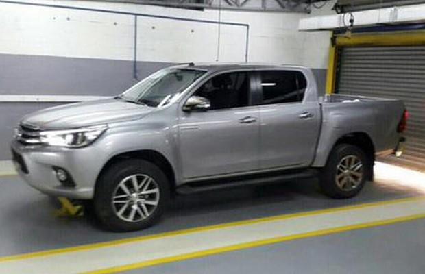 Nova geração da Toyota Hilux deverá ser lançada no dia 21 ...