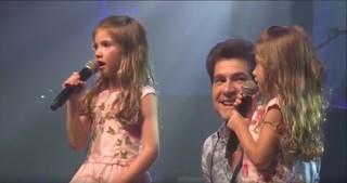 Daniel canta com as filhas Lara e Luiza (Foto: Reprodução)
