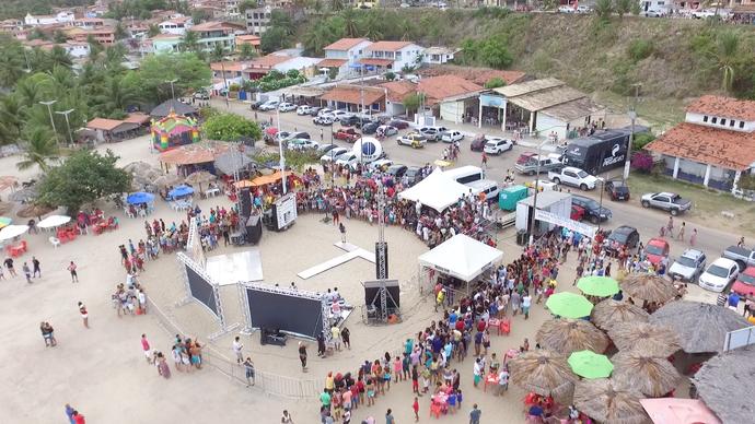 Arena de verão montada para o 'Rota Inter TV' em Barra do Cunhaú (Foto: Alexandre Gomes / Inter TV RN)