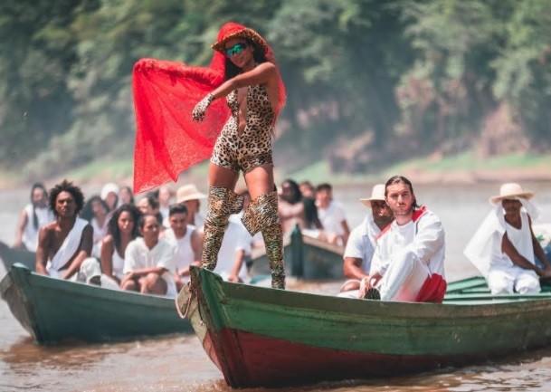 Cantora gravou o novo vídeo, em inglês, na última semana: (Foto: Reprodução/ Instagram,)