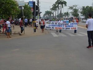 Passeata reuniu cerca de 500 pessoas em Ariquemes (Foto: Jeferson Carlos/G1)