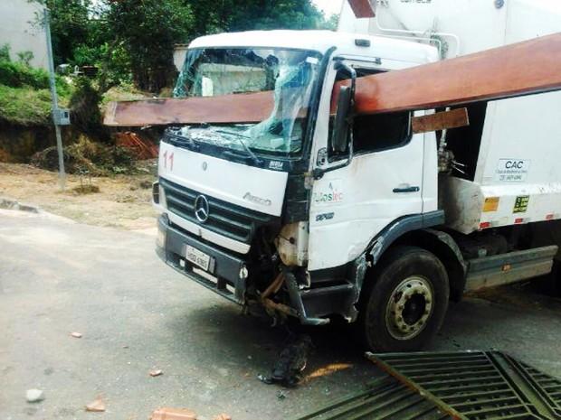 Caminhão perdeu o freio e atingiu casas. (Foto: Reprodução EPTV)