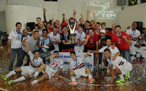 É campeão! (Ricardo Maurício / TV TEM)