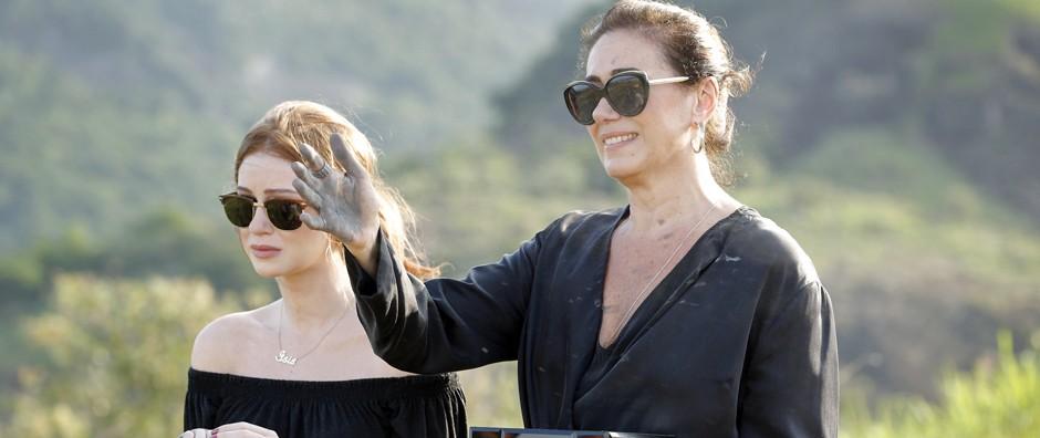 Marta e Isis jogam as cinzas  de Zé no Monte Roraima (Felipe Monteiro/Gshow)