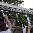 Arcebispo consola mães aflitas (Amanda Monteiro/ G1 ES)