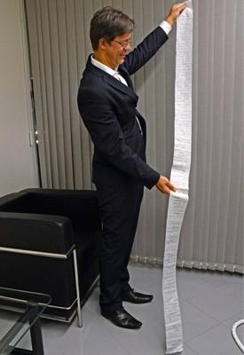 Pedido de habeas corpus escrito em papel higiênico e enviado ao STJ (Foto: Supremo Tribunal de Justiça/Divulgação)