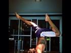 Sem camisa, Jesus Luz mostra equilíbrio durante exercício