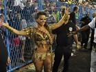 Famosas desfilam na Marquês de Sapucaí, no Rio