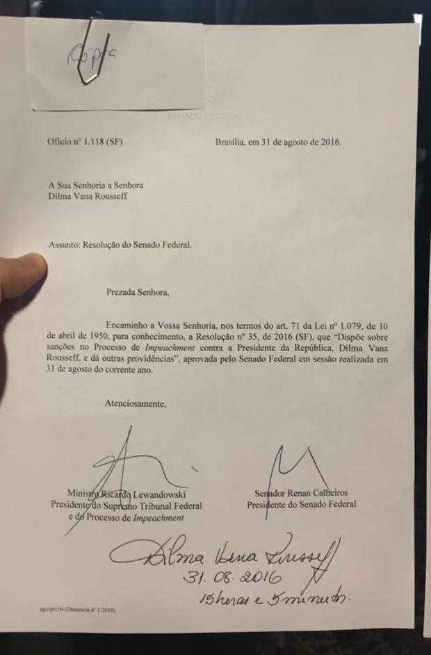 Notificação do impeachment assinada por Dilma Rousseff (Foto: Reprodução)