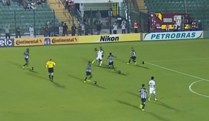 No pior momento do Santos no jogo, Lucas Lima é cercado por cinco jogadores   (Foto: GloboEsporte.com)