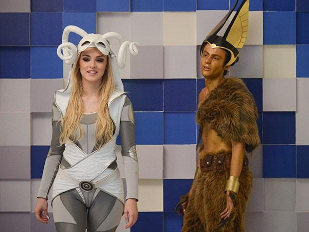 Danilo facilita a entrada de Megan no concurso (Foto: Parker TV)