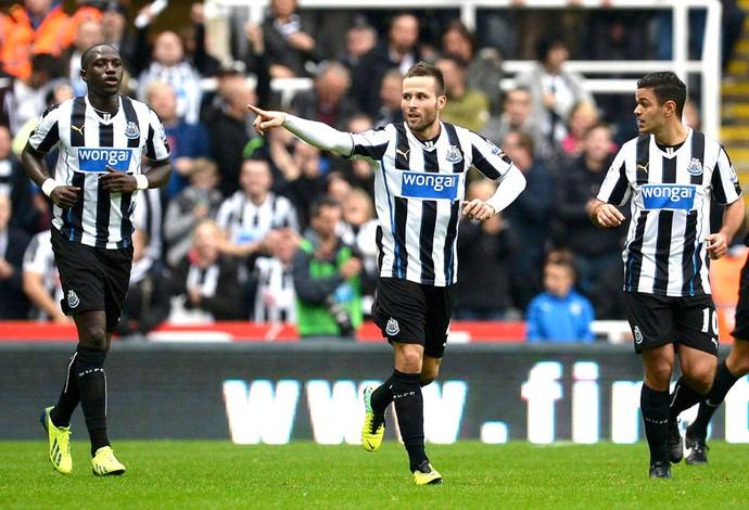 Cabaye comemora gol do Newcastle contra o Liverpool (Foto: Agência Reuters)