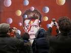 Fãs prestam homenagem a David Bowie na Inglaterra e Alemanha