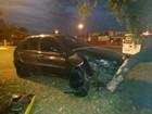 Batida de carro em árvore deixa mulher ferida em Junqueirópolis