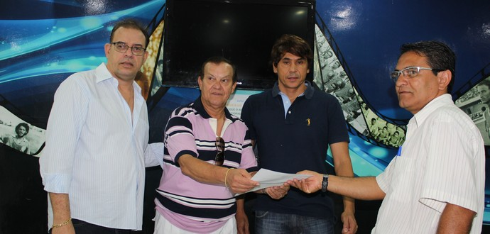 Rafael Tenório inscreve chapa ao lado de Raniel Holanda e Geraldo Lessa (Foto: Caio Lorena / GloboEsporte.com)