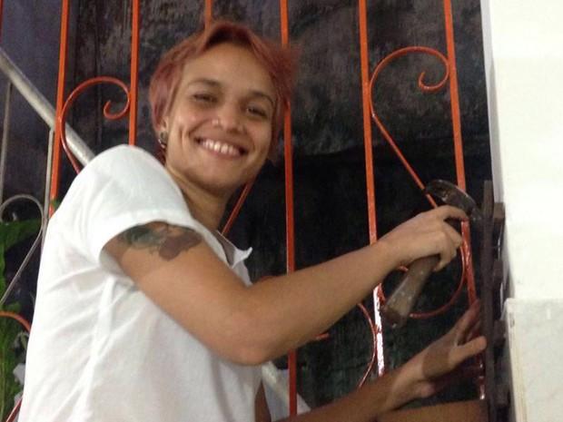 Jovem oferece serviços de conserto exclusivos para mulhers (Foto: Ivete Andrade/ Arquivo Pessoal)