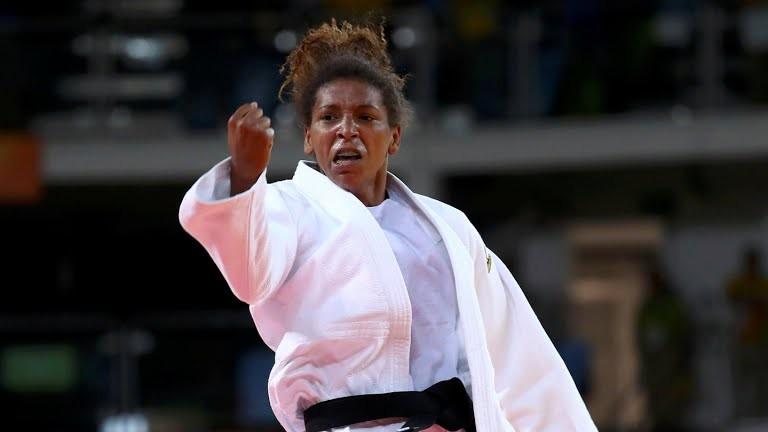 A judoca brasileira Rafaela Silva conquistou a medalha de ouro na categoria leve (até 57 kg) (Foto: Reuters)