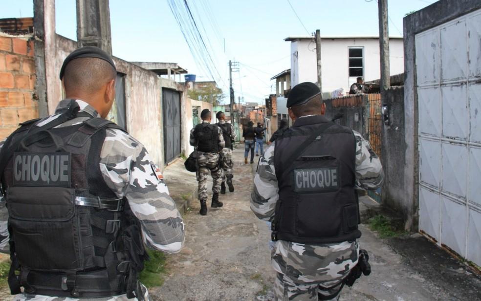 Bairro de Cajazeiras XI e outros da região foram 'ocupados' pela polícia após crime contra policiais (Foto: Divulgação/SSP)