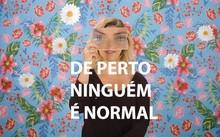 De Perto Ninguém É Normal