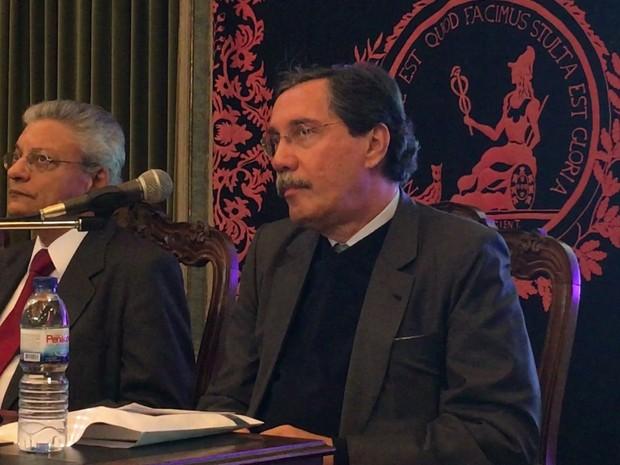 Merval Pereira foi homenageado na Academia das Ciências de Lisboa nesta quinta-feira (24) (Foto: Reprodução/GloboNews)