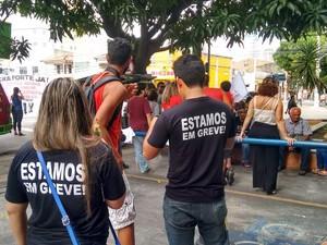 Servidores federais em greve realizam manifestação em Belém (Foto: Alexandre Yuri/G1)