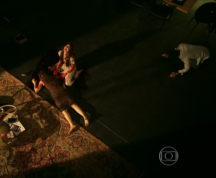 Carolina tira a própria vida (Foto: TV Globo)