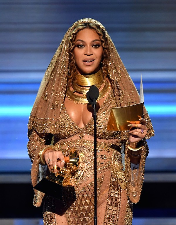 Beyoncé vencedora na categoria que disputou com Rihanna (Foto: Getty Images)