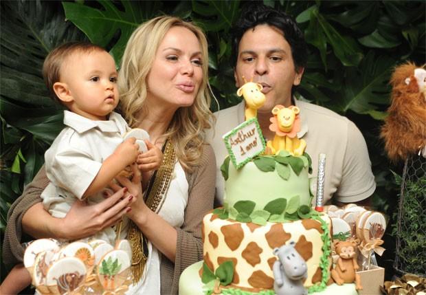 Eliana e João Marcello Bôscoli comemoram o primeiro aniversário de Arthur  (Foto: Patricia Andrade e Marcio Cruz / Divulgação)