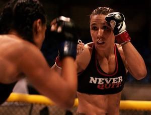 1º Round Combat Juliana Velasquez x Elaine Albuquerque (Foto: Artur Dantas/Gladius)