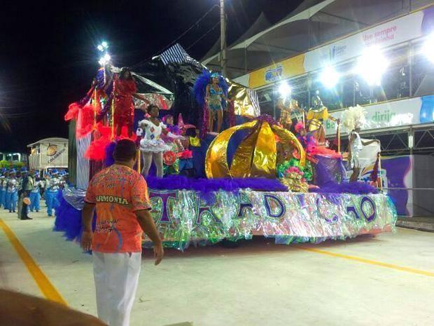 Tradição Serrana levantou o público do Sambão do Povo (Foto: Amanda Monteiro/ G1)