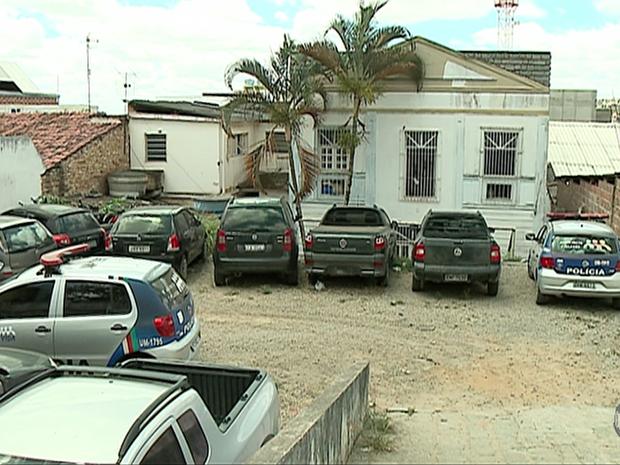 Ainda não se sabe quando ocorreu o arrombamento na Delegacia de Garanhuns (Foto: Reprodução/TV Asa Branca)